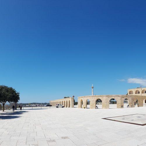 Il faro e il piazzale della Basilica di Santa Maria di Leuca