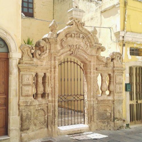 Un portale nel centro storico di Galatone