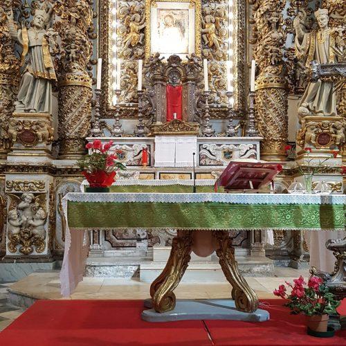 I garofani nel Santuario del Crocifisso
